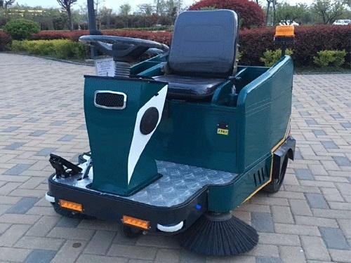 小型驾驶式扫地机