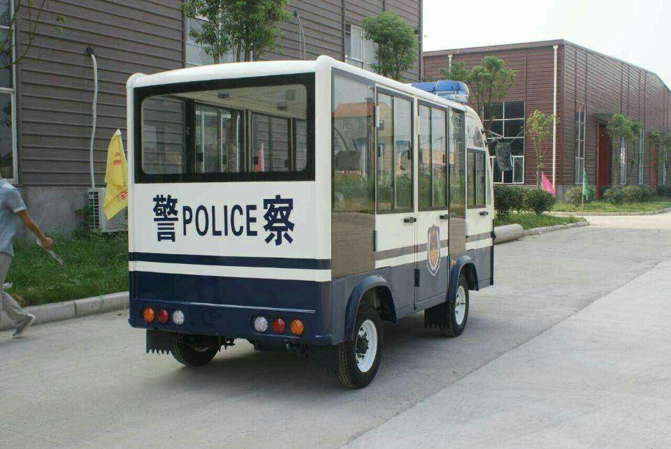 八座执法巡逻车.jpg